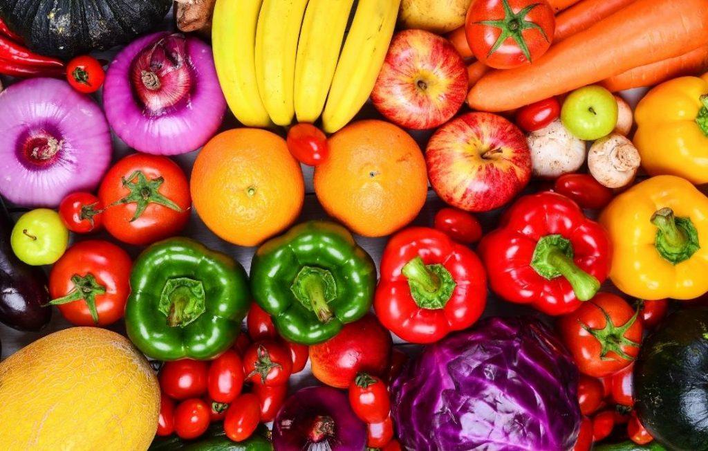 πηγή φυτικών βιταμινών και ινών για να πετύχει η ανατομία ενός τέλειου πρωινού