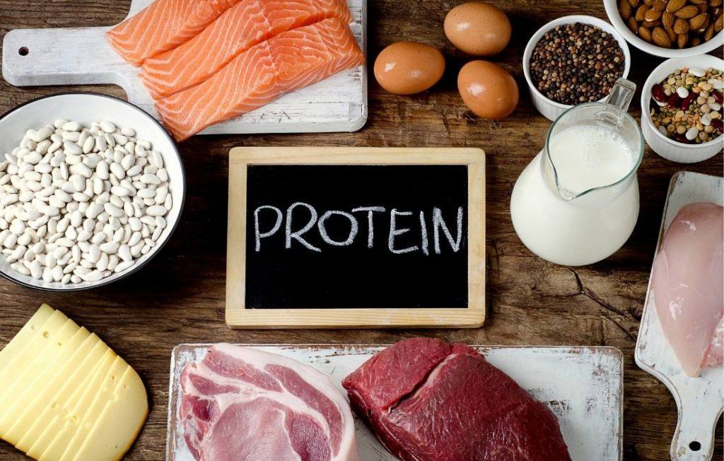 Αυξάνοντας τις πρωτεΐνες νιώθουμε κορεσμό περισσότερη ώρα. Χορταίνουμε περισσότερο.