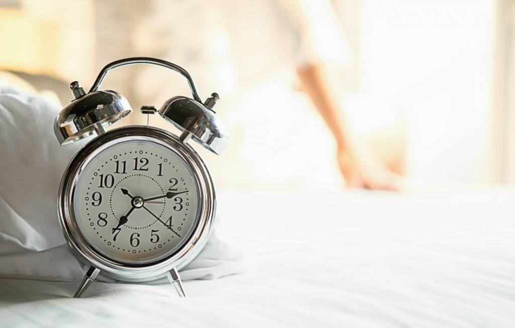 όταν κάνουν τηλεκπαίδευση ξυπνανε πολύ νωρίς
