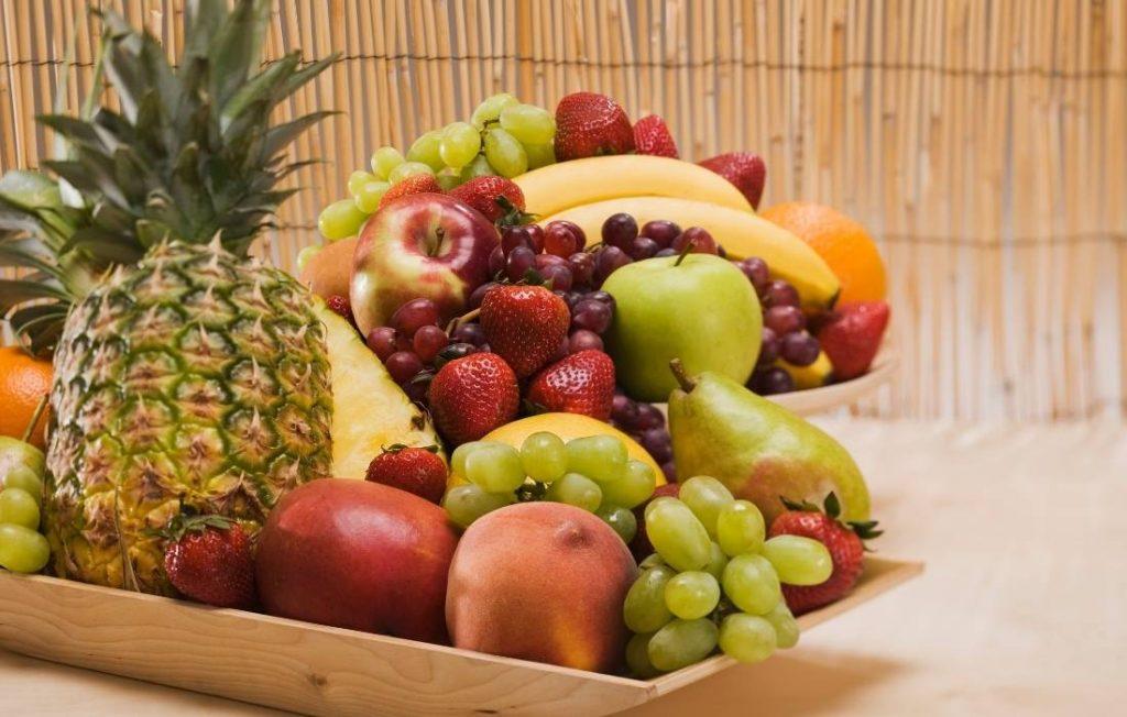 Φρέσκα φρούτα που βοηθούν στις διαταραχές των συμπτωμάτων των γυναικών με σύνδρομο πολυκυστικών ωοθηκών