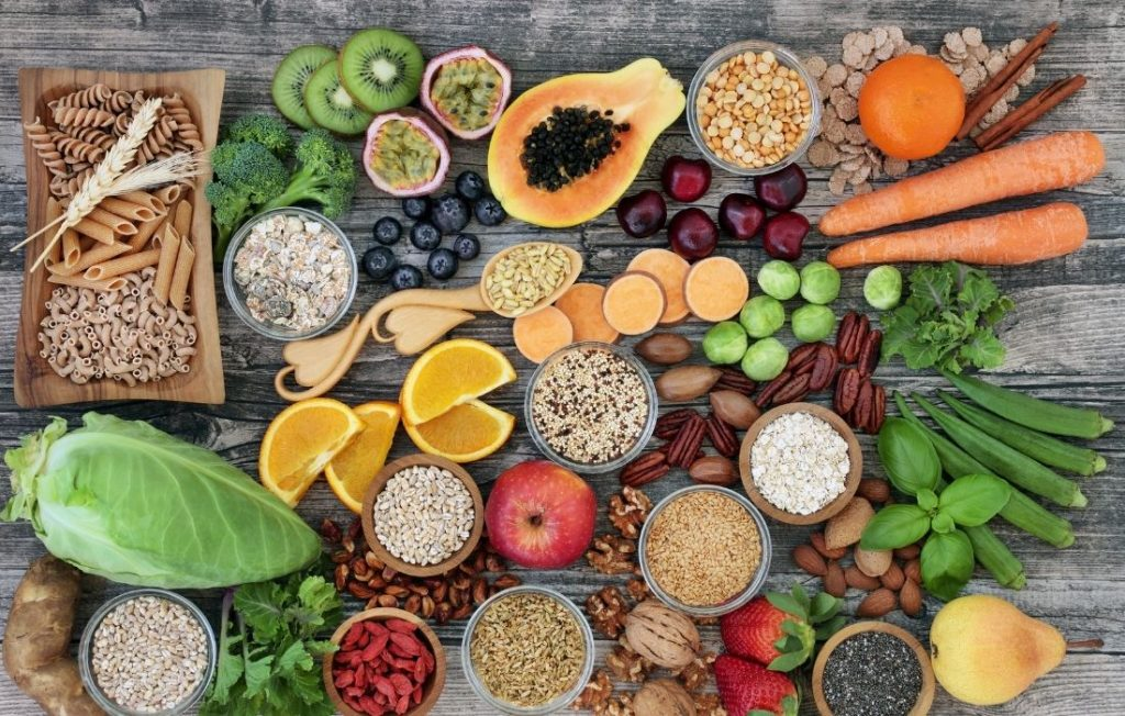 φρούτα λαχανικά και ζυμαρικά ολικής
