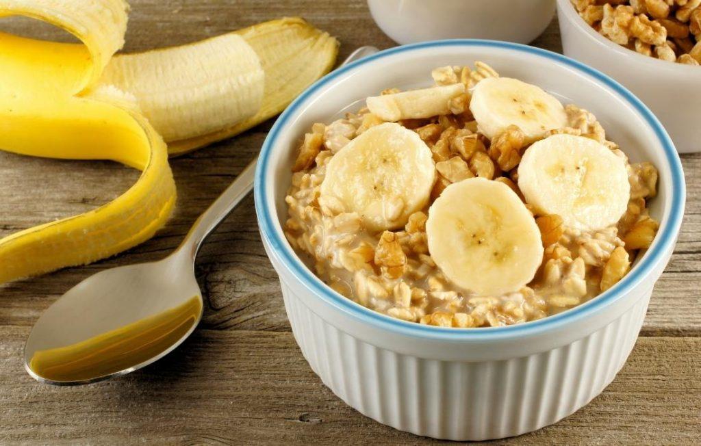 ένα από τα θρεπτικά καλοκαιρινά πρωινά είναι το must της εποχής overnight oatmeal